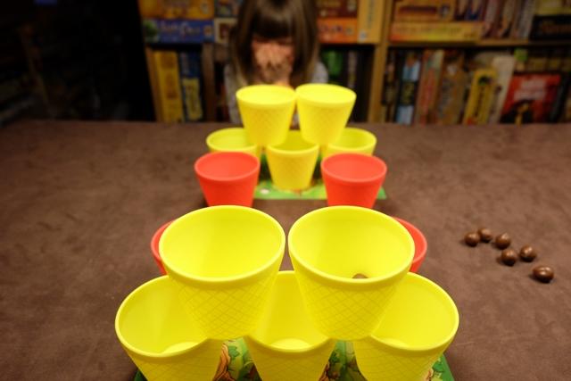 Oh, mais c'est serré à présent : 5 gobelets chacun !