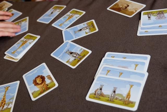 Bon, j'en ai fini de mes cartes 3 aussi, mais Maitena, elle est carrément en avance... Je me demande encore pourquoi on doit faire d'abord les 3, puis les 4, puis les 5... Une variante ? Voir plus bas... ;-)