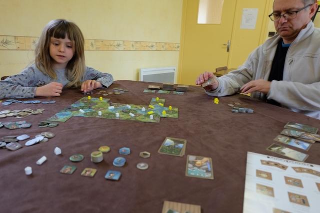Le jeu est très plaisant et chacun y trouve son plaisir. Parfait !