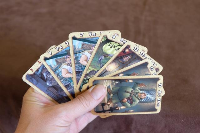 Voici mes cartes conservées pour la fin de première manche, avec finalement une seule carte 3 (dur de ne pas céder aux sirènes des cartes 13 par exemple)...