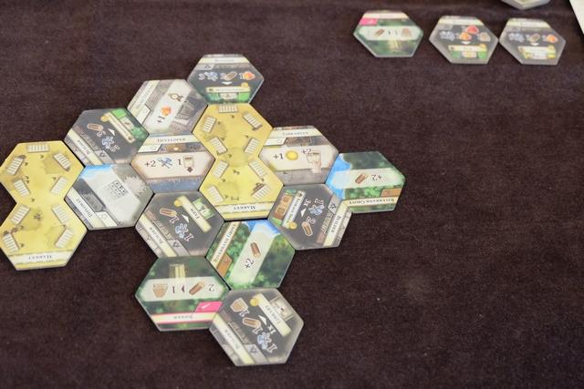 Le paysage est mis en place, on va pouvoir réellement attaquer avec votre serviteur en premier joueur...
