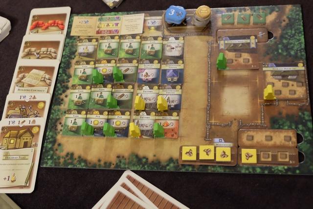 Et voici mon plateau avec, comme prévu, 4 citadins jaunes au boulot !!! Tous mes fermiers verts travaillent aussi et j'ai rempli tout mon plateau, sans jamais raser aucun bâtiment. Ça fait très très plaisir d'avoir été jusque là... :-)