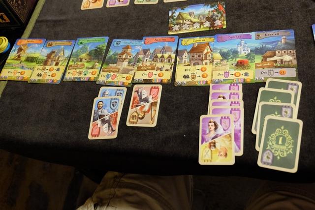 Le domaine de Romain, à la rue au niveau de la variété de ses cartes (seulement 3 types !), et il ne compensera pas cela par sa seule majorité et ses nombreux points emmagasinés pendant la partie. Ses 4 cartes à l'hôpital finissent de le détruire... ;-)