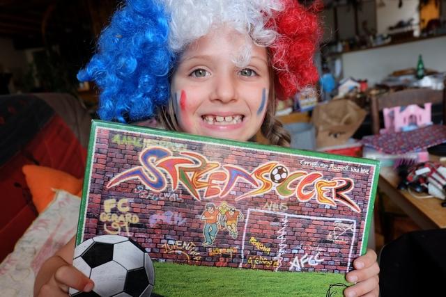 Allez les bleus ! Allez les bleus ! Voici une fidèle supporter et une acharnée du jeu, la synthèse est faite avec ce Street Soccer joué juste avant la finale de la Coupe du Monde entre la France et la Croatie...