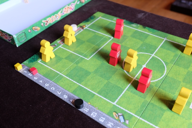 Et les rouges doublent la mise 5 minutes plus tard après avoir une seconde fois perforé la défense jaune qui ne s'était pas assez bien replacée...