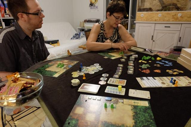 La partie promet d'être belle, Béatrice avait un excellent souvenir du jeu, même sans les colonies, et elle se souvient de l'évidence de sa règle. Ça fait plaisir...