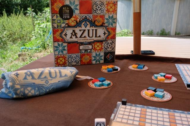 Somptueux, le jeu Azul donne irrémédiablement envie d'y jouer dès lors qu'il est installé sur la table...