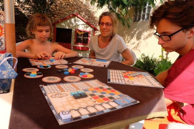 Jouer à 4 joueurs à Azul paraît être plutôt agréable au final, alors que j'étais plutôt sceptique avant d'entamer la partie...