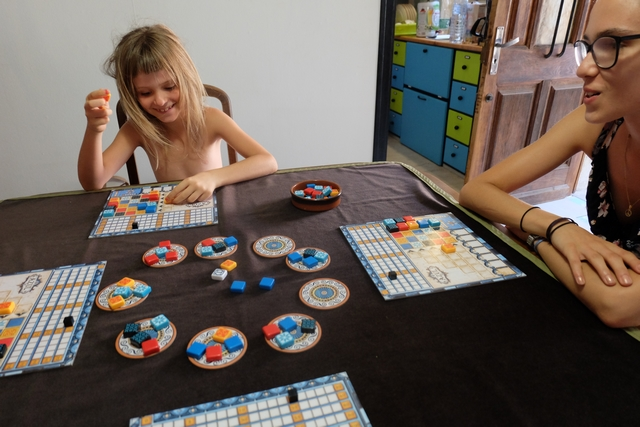 Azul est un jeu qui peut faire couiner...