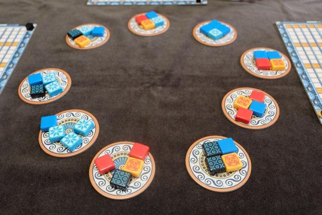 Le jeu est mis en place pour 4 joueurs, avec donc 9 boutiques en jeu...