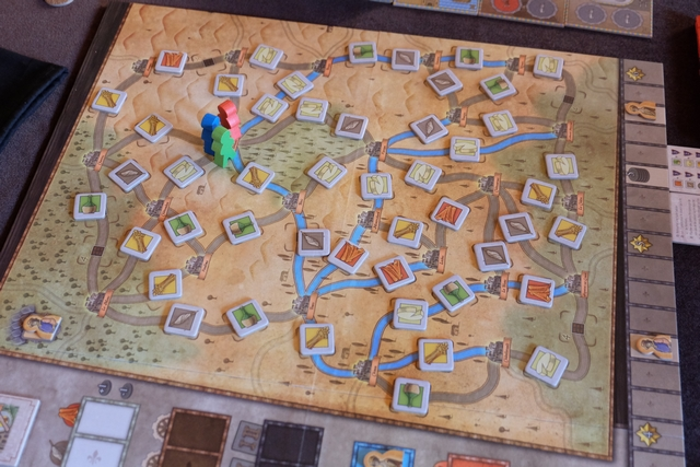 Le plateau général de la région d'Orléans, qu'il faut toujours bien lire avant d'attaquer la partie. Je pense que, comme moi, vous avez repéré à nouveau (un peu comme dans ma partie précédente) l'enchaînement de tissus + laines au sud du plateau...