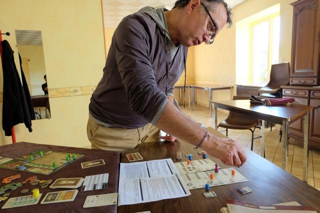 L'une des dernières actions de la cinquième année, la dernière de l'âge 1, permet à Fabrice de se lancer dans la construction d'une ambassade...