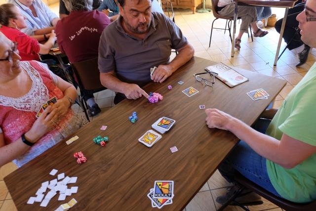 On rigole pas mal lors de notre sympathique partie à 4 : Véronique, Jean-Luc et Romain m'accompagnant pour cette re-découverte du jeu...
