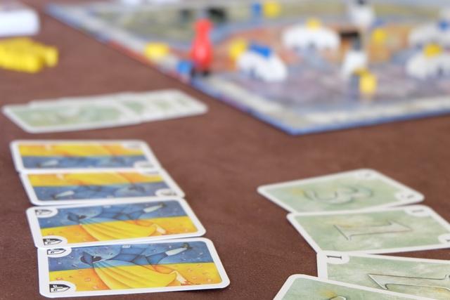 Au tour de Yohel de créer des lots, avec un tirage particulier, vous en conviendrez., même si on ne voit pas les deux dernières cartes... ;-)