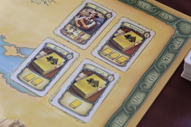 L'étalage de cartes est, comment dire, assez monocolore...
