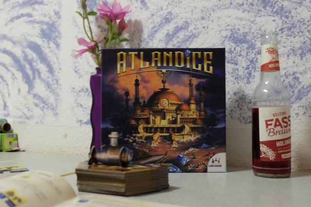 En soirée, à l'auberge, une nouvelle fois avec Docky, on s'apprête à découvrir le nouveau Ludonaute : Atlandice.