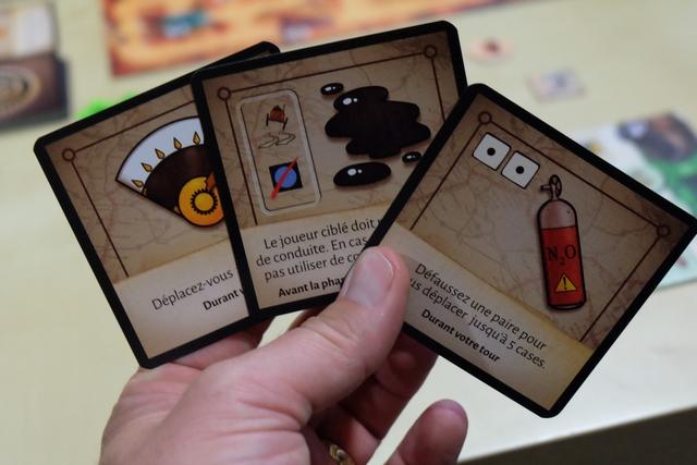 Voici mes trois cartes d'action pour cette partie de jeu de course... Oui, elles sont TRÈS puissantes !
