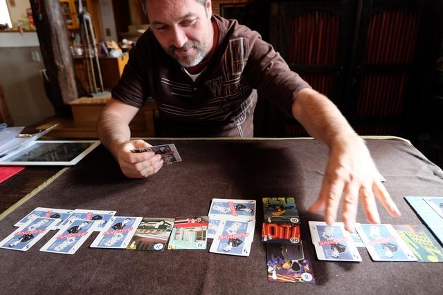 Ouh la la, il commence à flipper le fugitif !!! En effet, ma traque commence à bien payer et il retourne carte sur carte... A noter que les cartes de pas retournées innocent aussi des numéros de lieux, ce qui est clairement une info intéressante...