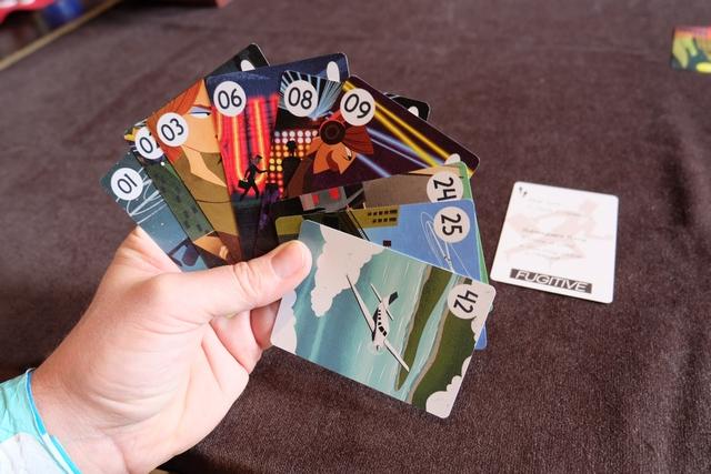 Inversion des rôles : je suis le fugitif ! Voici ma main de cartes lors de l'entame...