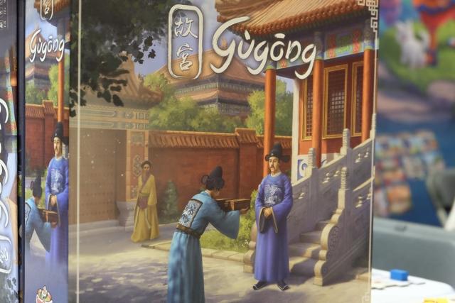 Parmi la pléthore de jeux sortis, ce Gùgong était l'un de ceux qui me faisait le plus d'œil... La boîte, superbe, me donnait tellement envie d'y jouer, surtout avec ses relents de cadeaux à la Confucius ! :-)