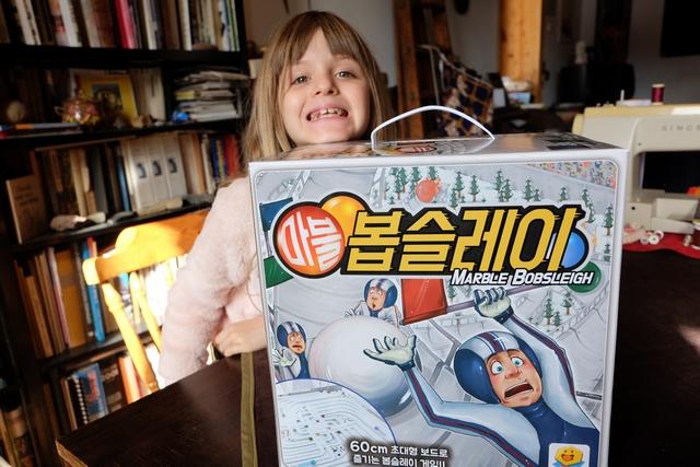 Incontestablement l'un des jeux du salon ! Et Leila n'est pas peu pressée d'y jouer... ;-)