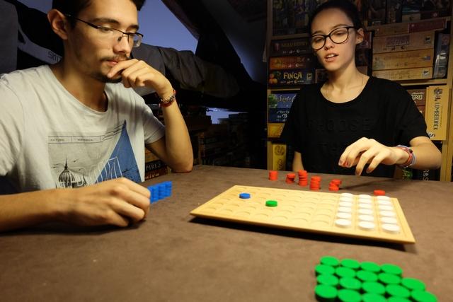 Joris et Maitena aiment beaucoup les jeux abstraits, donc ça devrait le faire...