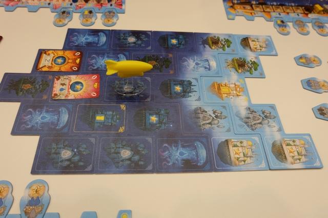 La partie s'est poursuivie ainsi, de manière de plus en plus tendues, jsuqu'à cette fatidique fin de partie, une fois que chaque joueur a épuisé son deck de cartes. Voici la vue finale du plateau principal.