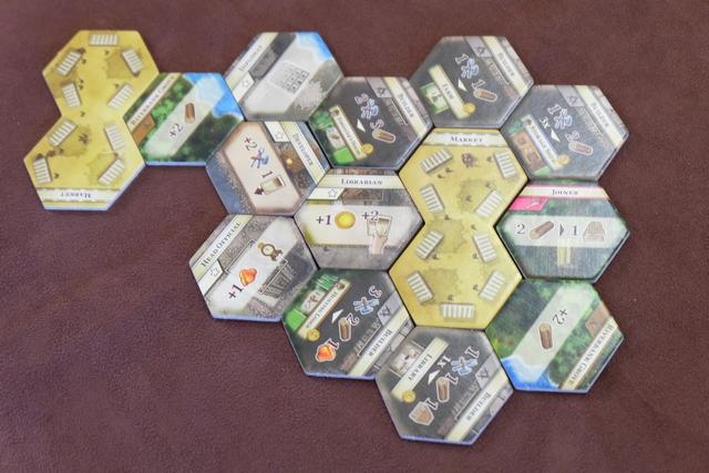 Mise en place effectuée et c'est parti pour 2 âges à 2 joueurs, avec des colonies pas piquées des hannetons !