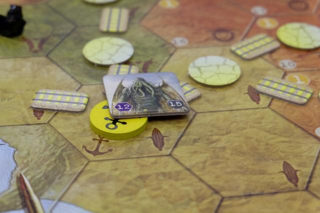 Ça pique de plus en plus... Ben oui, si un seul port est détruit par les Grands Anciens, la partie est perdue pour les joueurs !!!