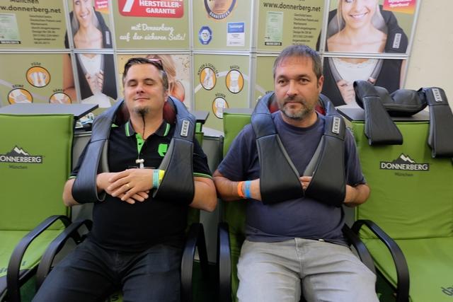 Ah... un bon petit massage après de telles journées d'extravagances ludiques... David, ferme tes yeux, voyons, laisse-toi faire ;-)