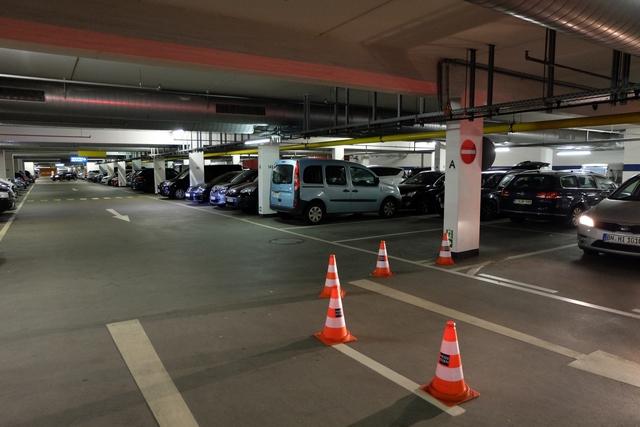 Ah, je vois mon char en approche dans le parking de la Messe... ;-)