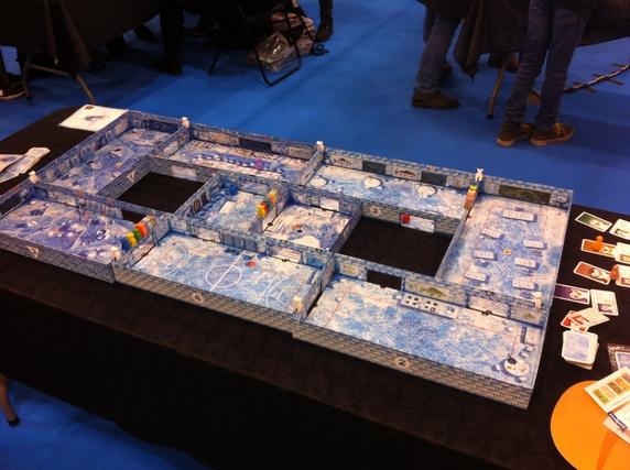 Et le même Icecool avec la boîte toute nouvelle d'Icecool 2 utilisée pour créer un espace de jeu doublé ! Ça donne -carrément- envie !!!