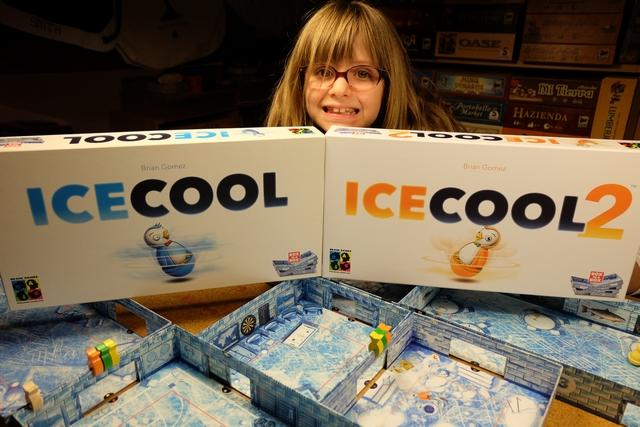 Deuxième boîte de Ice Cool après le carton d'un jeu que j'avais rapporté, pas peu fier, en 2015 du salon d'Essen... On va essayer, carrément, un mix des deux boîtes après que Tristan a lu la règle le permettant...