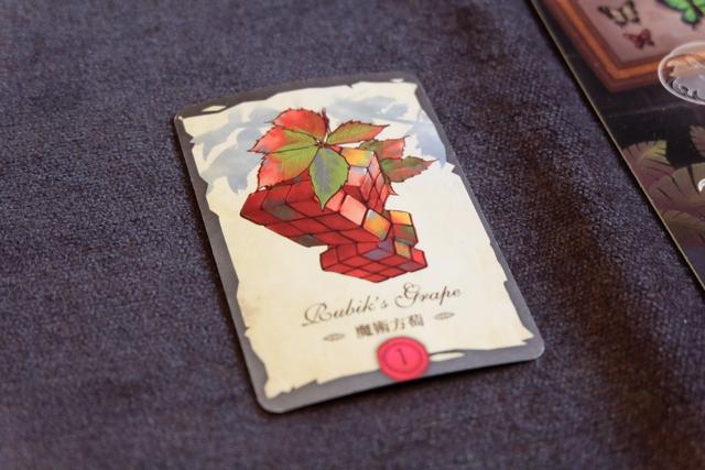 Le fameux Rubik's Grape, que je réalise en terminant le contrat ci-dessus. Bravo à l'éditeur de ce délire graphico-ludico-talentueux...