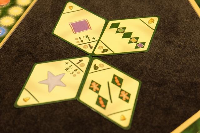 Les objectifs de la troisième manche, avec forcément ma carte tant ciblée sur les bonshommes / bonbons. Par contre, les trois autres ne m'inspirent guère... Tout au plus vais-je tenter de placer des étoiles, violettes si possible.