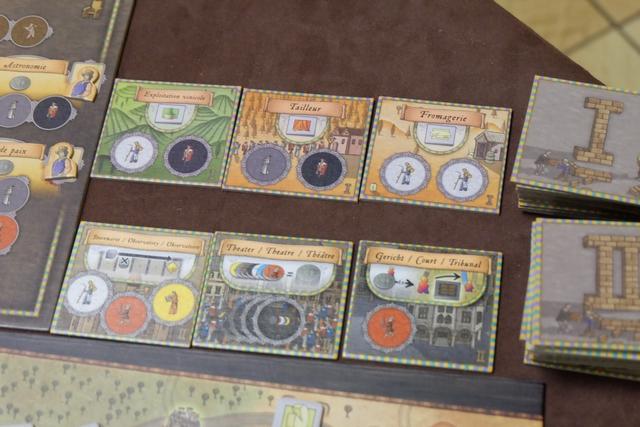 Deuxième lecture de jeu à faire, puisque nous appliquons la variante d'un étalage de deux fois 3 cartes visibles pour les bâtiments.