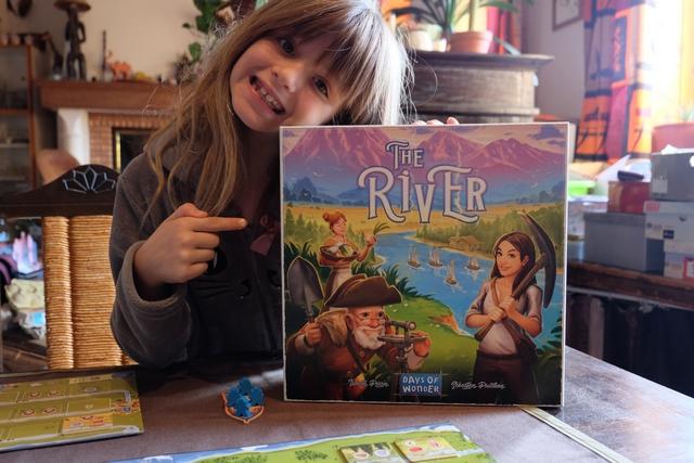 """The River, voilà un jeu qui de par son look et son thème nous fait penser, Leila et moi, à la série de dessins animés """"Bouba le petit ourson"""" des années 80 et que nous sommes en train de terminer de regarder en DVD. Ci-dessus, Leila y voit l'Oncle Emile, Moy et Joy. Certes, le jeu n'a rien à voir, en fait, notamment il n'y a ni indien ni ours, mais quand même, le look graphique de la couverture nous y fait penser..."""