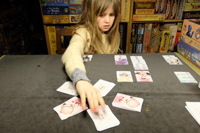 On s'approche carrément de la fin de la partie, celle-ci survenant dès qu'une pile de cartes est épuisée...