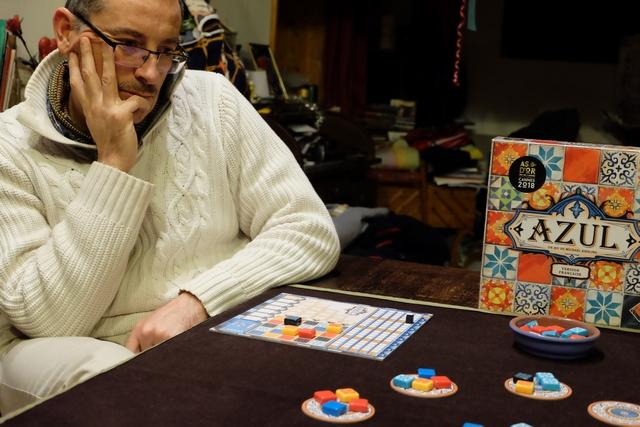 Déjà, je sens que Yann va être redoutable à ce jeu... Mais qu'est-ce qu'il passe comme temps pour jouer son tour ! ;-)