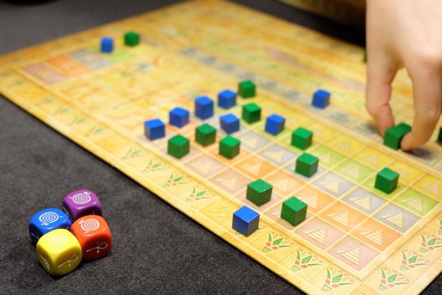 Avec ses 4 dés de Râ, elle me retire ma seule espérance que j'avais sur le jeu : mon cube d'inondation de Nil que je venais de placer au tour d'avant !