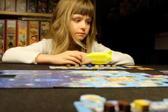 Malgré son jeune âge, Leila a très vite compris ce qu'elle devait faire dans ce jeu. Mission réussie !