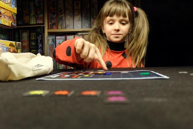 Le jeu plaît beaucoup à Leila, même si je ne lui ai pas encore montré le VRAI Space Invaders... Ici : http://www.toupty.com/jeuspaceinvaders.html peut-être ? Je viens de faire 11250 points à ma première partie en rédigeant ce compte-rendu... ;-) ;-) ;-)