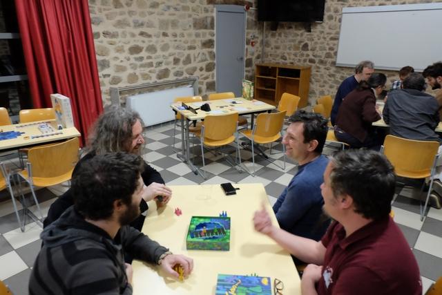"""Jérôme Leruculey a exprimé à plusieurs reprises, lors de l'explication de la règle, à propos des déplacements avec bluff : """"Wahou, trop bien !"""" ou """"Excellent, le mouvement..."""" avec des pétillements dans les yeux qui m'ont fait plaisir à voir... Ah, le jeu de société moderne..."""