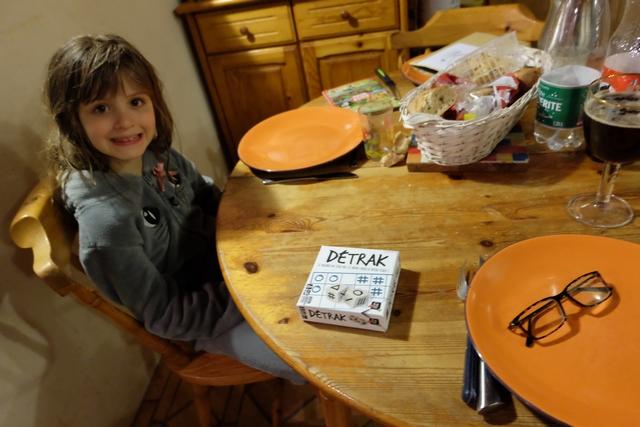 Pas besoin de revenir à la règle et on peut dire que Leila est ravie de cette petite partie à venir, sur le pouce, juste avant que l'on mange...