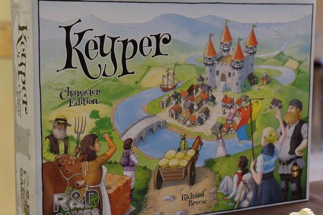La boîte ressemble, à s'y méprendre, aux autres jeux de la série des Key, proposée par Richard Breese et sa maison d'édition R&D Games...