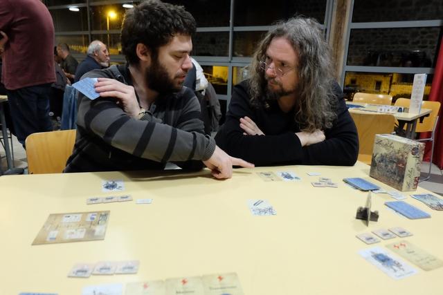 Heureusement, Cédric me supplée pour mettre en garde Jérôme contre une carte qu'il a jouée et qui pourrait nous jouer des tours...