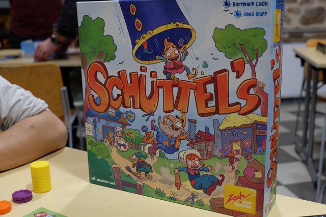 Et pour finir, en famille (ou presque !), une partie du toujours parfaitement parfait Schüttel's !!! Le fameux jeu du lancer de nains...