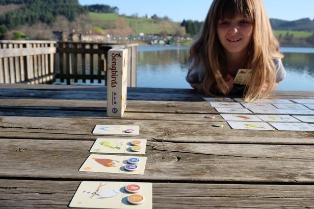 Leila hésite lors de son dernier tour entre garder l'une ou l'autre de ses cartes... Pourquoi hésite-t-elle ? Vraiment...