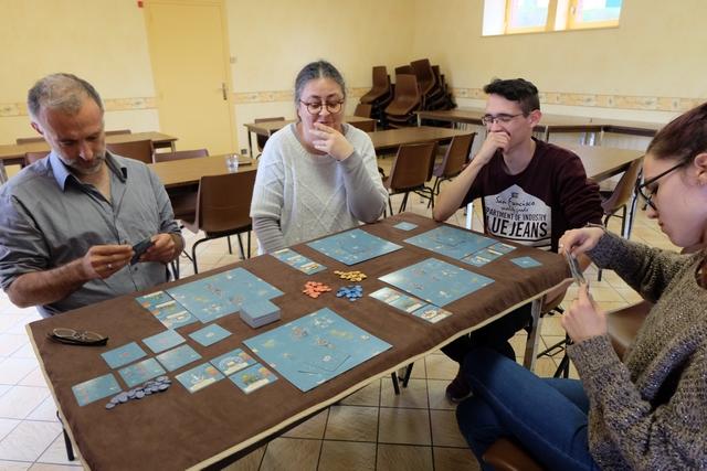 Belle partie à 5 joueurs, avec Yohel, Odile, Joris, Maitena et moi. A noter qu'Odile est déchaînée ce jour... ;-)