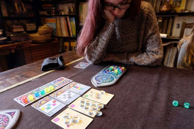 Oui, Maitena cogite bien aussi... ;-) A noter que l'une des cartes de service est clairement plébiscitée par les joueurs !